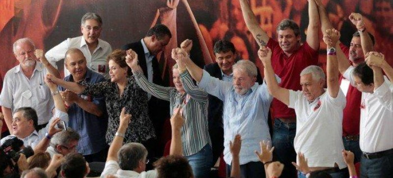 PT lança Lula pré-candidato após sentença