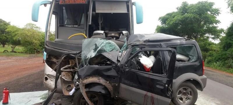 Colisão entre um ônibus e um veículo deixa um morto na BR-316 no Maranhão