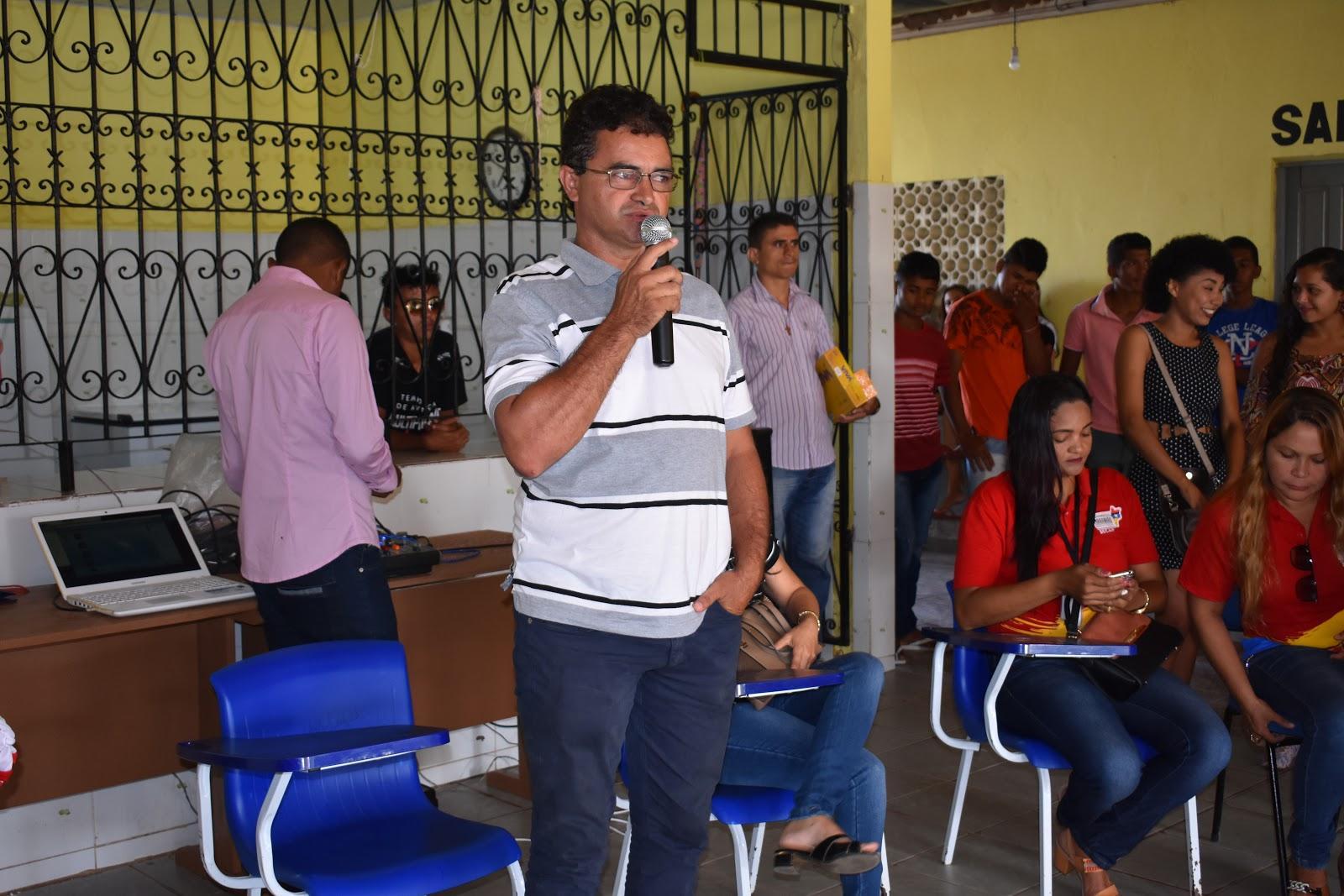 Governo entrega uniformes para alunos do ensino médio em Junco do Maranhão