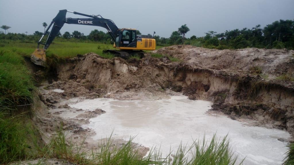 Prefeitura aplica recursos na construção de açudes para famílias na Zona Rural
