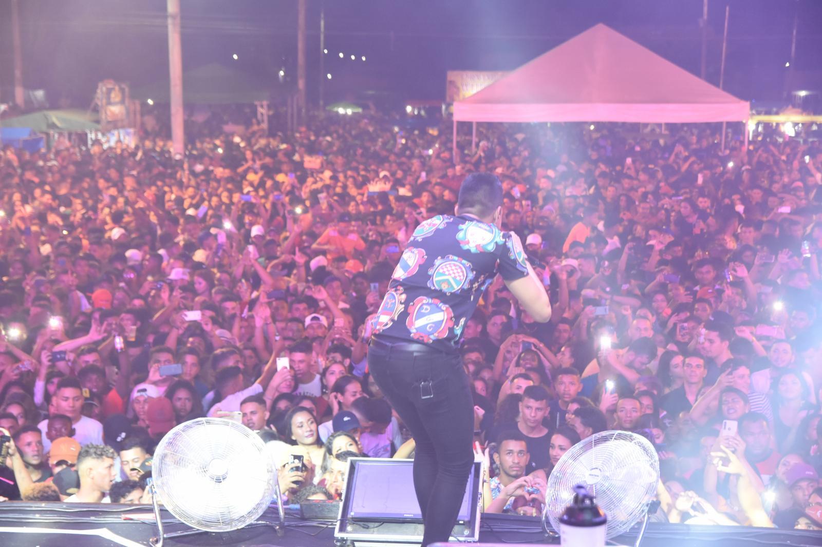 Josimar da Serraria comemora vitória com Praça da Cultura completamente lotada